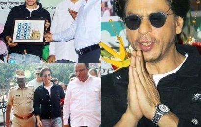 डिजिटल डेब्यू से पहले Shah Rukh Khan ने लॉन्च किए डाक विभाग के नए Envelope, देखें ये तस्वीरें