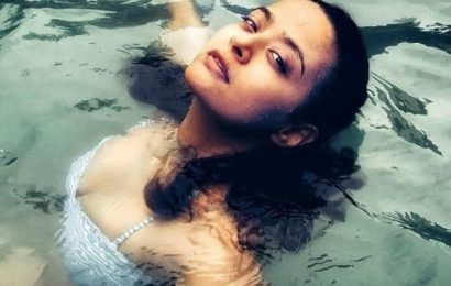 Yummy mummy Surveen Chawla turns water baby during Goa vacay! Her recent pool pictures are not worth missing | Bollywood Life