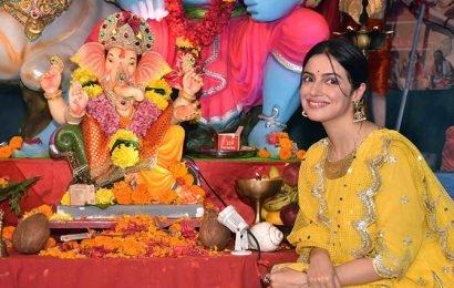 PIX: Bollywood seeks Ganpati's blessings