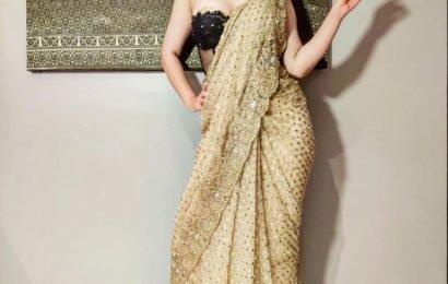 Pic Talk: Kangana Looks A Tone In Dazzling Saree