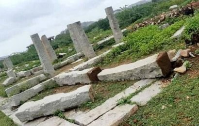 Bengaluru tourist held for damaging Hampi monument