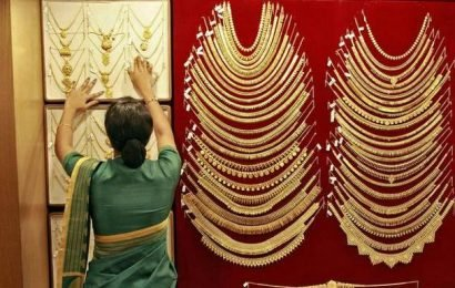 Gold gains ₹122, silver jumps ₹2,070