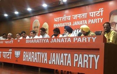 Ahead of Haryana bypolls, wrestler Yogeshwar Dutt, ex-Hockey captain Sandeep Singh join BJP