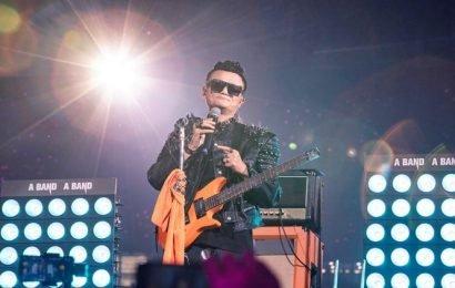 Tearful Jack Ma bids Alibaba farewell with rock show