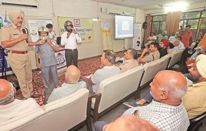 MHC RWA organises police-residents meeting, discusses traffic problems