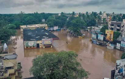 Maharashtra: Politicians reach out to help flood-hit, but politics, party-swapping continue