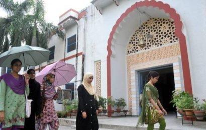 AMU students lodge complaint over dress code threat