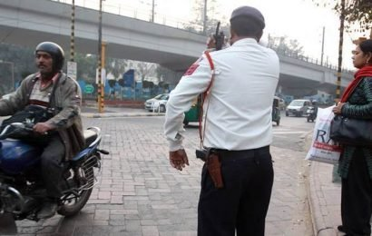 Delhi: Driver given Rs 1 lakh for challan, flees with it