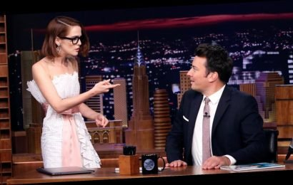 Zoey Deutch Turns Everything Into a Rom-Com Scene on 'Tonight Show' (Video)