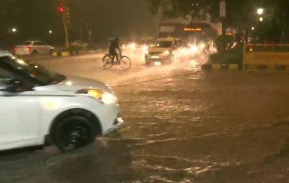 Delhi airport suspends flight ops due to heavy rains