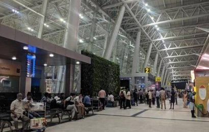 Send SMS repeatedly to passengers regarding flight delay, DGCA tells airlines