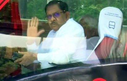I-T seizes Rs 5 cr in raids against former K'taka Dy CM, others