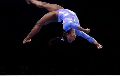 Biles wins record 25th World Championship medal
