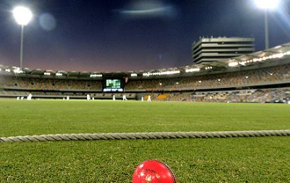 Tendulkar welcomes introduction of Tests under floodlights in India