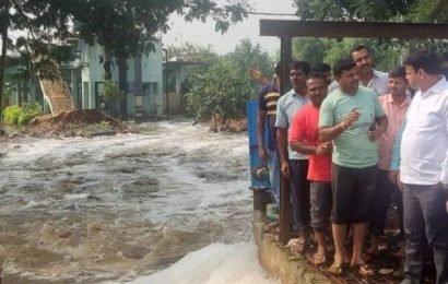 Top news photos: Lake breach in Bengaluru, Ecuador clashes, and more