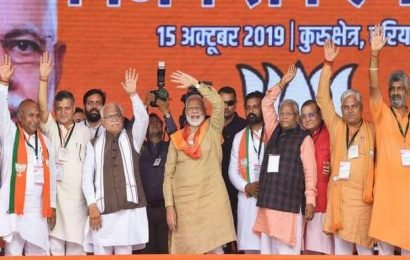 On last day of campaigning, Modi sharpens attack on Congress