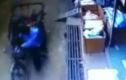 3-year-old kid safe after falling from second floor on moving rickshaw. Video captured