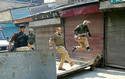 Militants attack CRPF bunker in Kashmir's Pulwama