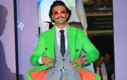Ranveer Singh's new look gets hilarious reactions: 'I want to rub my child in your face', says Tanmay Bhat