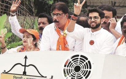Mumbai: Many brave rain, hold roadshows, bike rallies; some opt for star attractions
