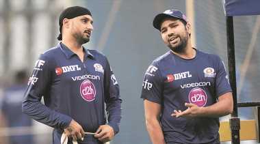 Watch: Rohit Sharma invites Harbhajan Singh via stump mic to bowl for India