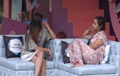 Bigg Boss 13: Rashami Desai bonds with Shefali Bagga, shares details of personal and professional life | Bollywood Life