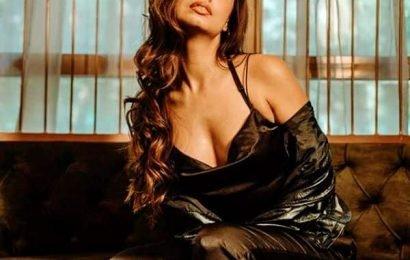 दिव्या अग्रवाल ने 'रागिनी एमएमएस रिटर्न्स 2' रिलीज़ से पहले सोशल मीडिया पर हॉट पिक्स शेयर कर मचाया तहलका