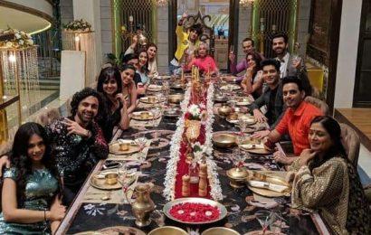 Kahaan Hum Kahaan Tum: Dipika Kakkar, Karan V Grover and team celebrate 100 episodes of the daily soap   Bollywood Life