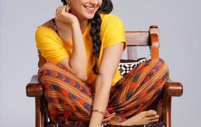 Indoo Ki Jawani का पहला लुक हुआ आउट,  चुलबुली लड़की के किरदार में दिखीं Kiara Advani   Bollywood Life हिंदी