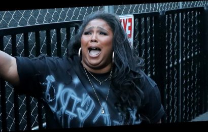 Lizzo Hits the Ground with Fear During Haunted House Tour on 'Ellen' – Watch!