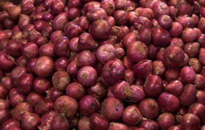 Onion wholesale price ₹60-95 a kilo in Mangaluru