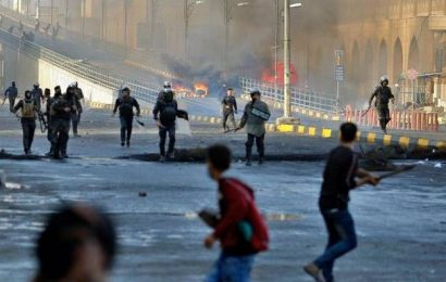 Iraqis ignore PM's vow to quit, continue protests