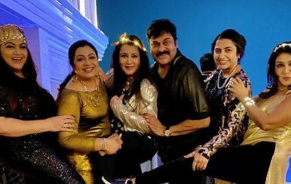 Chiranjeevi matches steps with Khushbu, Jaya Prada at 80's reunion party. Watch video