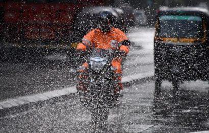 Moderate rains lash Mumbai; vehicular traffic affected