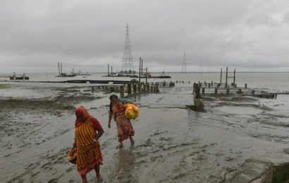 Cyclone Bulbul lashes Bangladesh, killing fisherman and homemaker