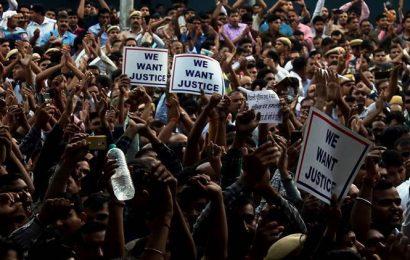 Bar members seek restraint: Strike must end now