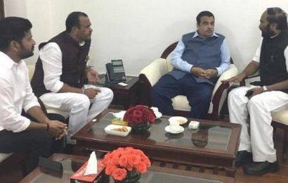 Congress MPs seek Gadkari's intervention