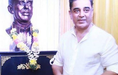 Kamal Haasan unveils his father's bust in Paramakudi on his 65th birthday | Bollywood Life