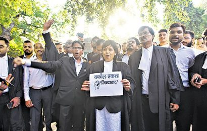 Tis Hazari clash: Lawyers in Delhi keep off work, may march to Parliament