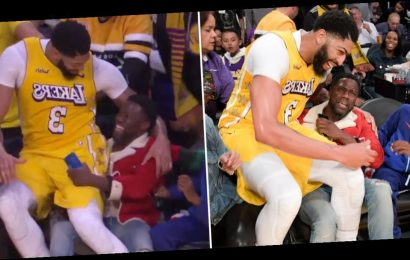 Kevin Hart Was NOT Ready to Play Santa Claus When Anthony Davis Fell on His Lap Midgame