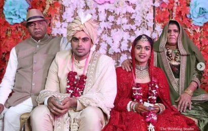 Babita posts photos from varmaala ceremony