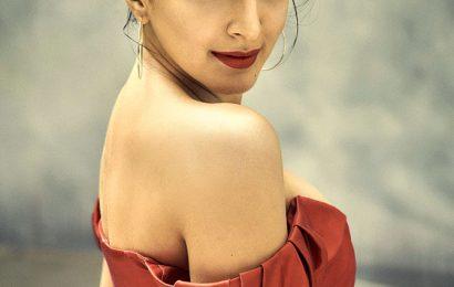 Kiara bares shoulders on Vogue cover