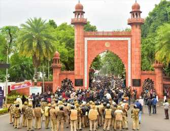 1,000 AMU students booked for violence during protest