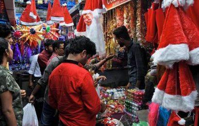Kochiites go on a Christmas shopping spree