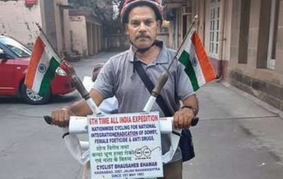 On a mission to fight social evils, Jalna man on all-India bicycle tour