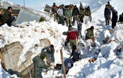 Four soldiers trapped in avalanches in Kashmir
