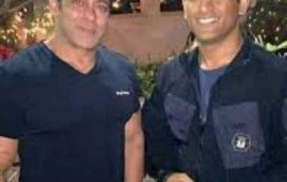 MS Dhoni is a Dabangg Player, says Salman Khan | Bollywood Life