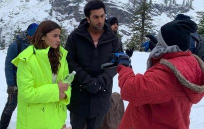 Brahmastra Diaries: Ranbir Kapoor and Alia Bhatt are at their attentive best as they shoot in the icy landscape of Manali | Bollywood Life