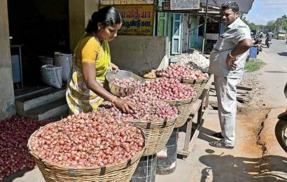 Slight drop in onion prices in Salem