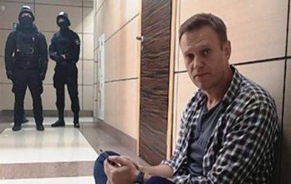 Russian authorities raid Alexei Navalny's office